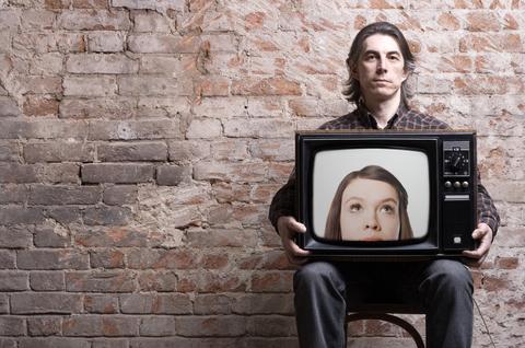 Ist Es Einfach Einen Fernseher An Die Wand Zu Hängen